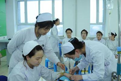 初中生就读重庆卫生学校护理专业前景好不好?