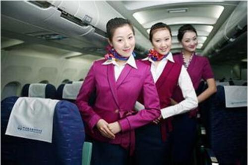 空姐工资一个月多少钱?