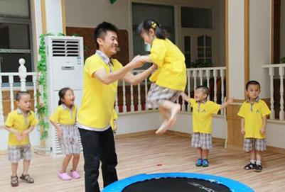 重庆幼师学校培养的男幼师更具特长优势