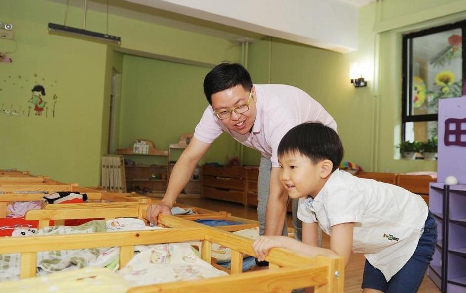男学生更受师联幼师学校的欢迎